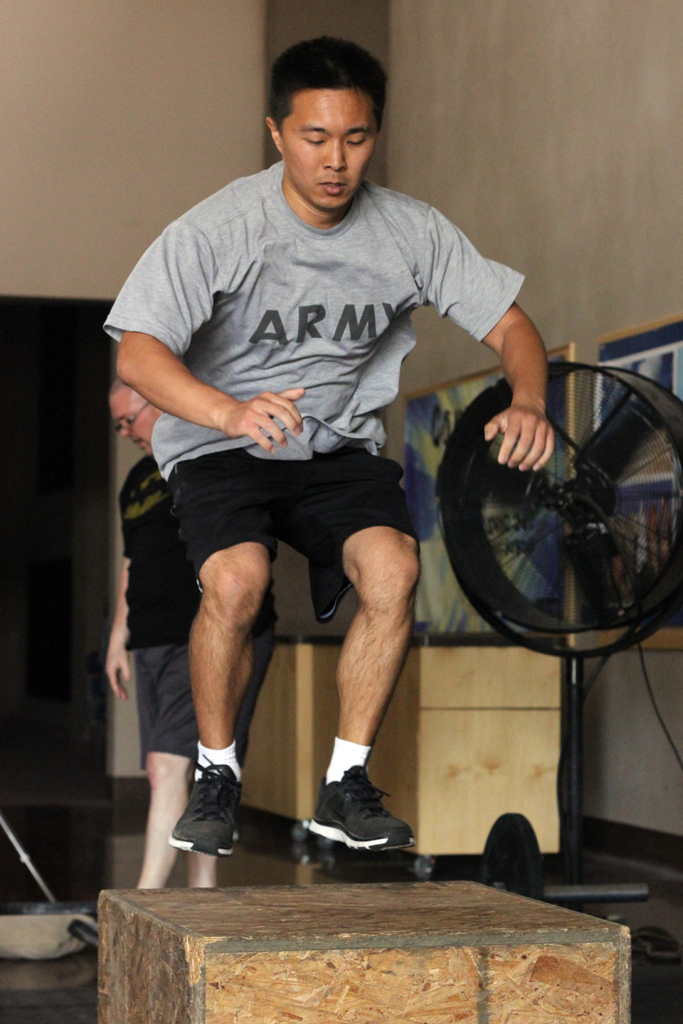 U.S. Army veteran Daniel Chun participates in a Memorial Day workout in Chandler, Ariz. (Photo by Mauro Whiteman, News21)